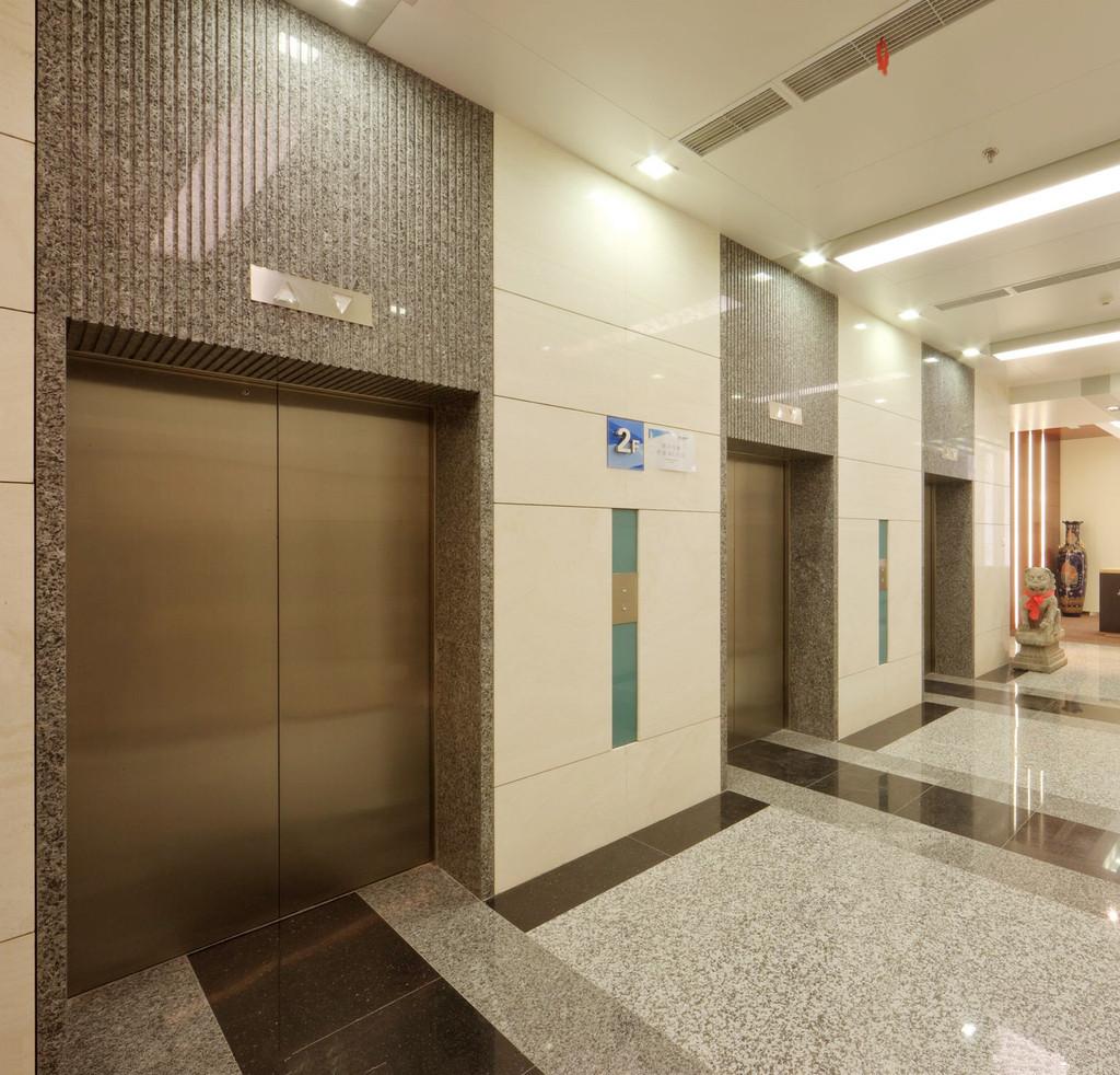 武汉载货电梯在使用时需